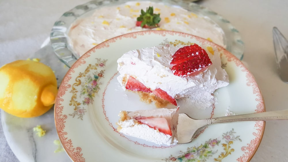 No-Bake Strawberry Lemonade Pie